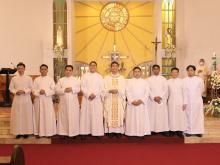 Gli otto confratelli che hanno fatto la professione perpetua nello Studentato in Filippine.