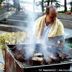 P. Ademar, brasiliano prepara lo Churrasco per cena